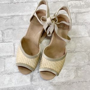 Ugg Australia delmar cream lace up wedges sz 8